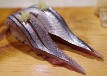 サンマ、歴史的不漁で初競り1匹5980円に