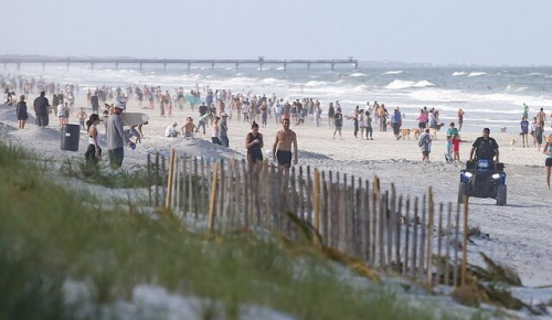 コロナ蔓延のアメリカでフロリダ州のビーチが再開し批判殺到、しかし正当化するコメントも続出