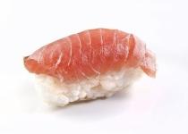 寿司に醤油つけずに食べてたら頭イカれてるような間抜け面でおっさんに見られた