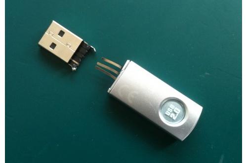 【あるある】大学生ワイ USBメモリーが壊れたため無事タヒ亡のサムネイル画像