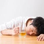 アルコールを摂取する事でしか人生に喜びを見出せない…