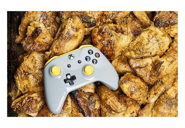 【最強】ポテチ食べながらでも遊べる『Xbox Oneコントローラー』が発売!!