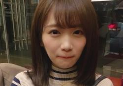 エッッッッッ! 秋元真夏さん、ギリギリまで下げたオフショルがコチラw コレもう見えちゃうやんw
