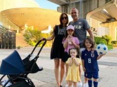 【 画像 】イニエスタが「JAPAN」のTシャツを着て家族とパシャリ!
