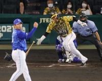 【阪神】原口 DeNA山崎との帝京対決制す!145キロはじき返し、出場4試合ぶりの安打!
