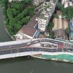 【動画】中国、開通した橋の真ん中に「立ち退き拒否」の民家!見物客が殺到…