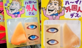 【日本の文化】   外人に変身する「パーティーグッズ」って みんなどう思う?  海外の反応