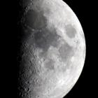 『上弦の月(月齢7.1)』の画像