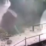 【動画】中国、山道を電動バイクで走っていると、突然、巨岩が転げ落ちてきた! [海外]