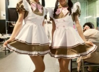 【AKB48】メイド姿の岡田奈々と小嶋真子が可愛すぎる