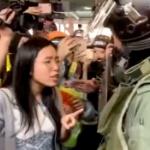 【動画】香港、再選された民主派区議が住民を守るため警察に猛然と抗議!警察は撤退 [海外]