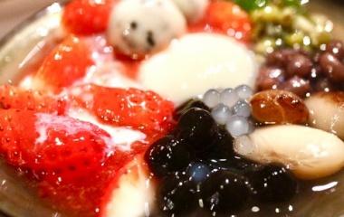 『ディナー 阪急鳥丸駅【京都四条くをん】Part2 キーマかしわうどん屋さんのお豆腐プリンの豆華を使ったおぜんざい。本格!ヘルシー!で食べ応えあり!』の画像