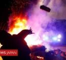 スペイン 新型コロナの高齢患者を乗せた救急車に、若者たちが罵声を浴びせながら投石