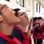 【動画】中国の学校の様子がこちら!まるでどっかのカルトのようで恐ろしい…