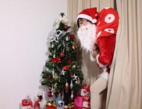 【悲報】能年玲奈さん、サンタになる