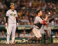 昨日阪神俊介さんがバント失敗した時のこの棒立ちしてるシーンwww