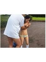 「打ち水媚薬でびしょ濡れ発情した部活帰りの貧乳美少女が敏感になった乳首をこねくり回され中出し懇願…」と女子校生AV