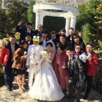 横澤夏子、結婚式を報告♡純白ウェディングドレス姿で満面の笑み