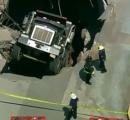 【底抜け!】ダンプカーが屋上駐車場の屋根を突き破って落ちる 米ニュージャージー州