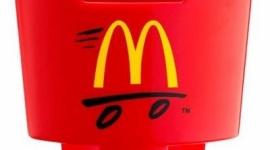 迷走中のマクドナルド、車でポテトを食べるための「ポテトホルダー」をプレゼント