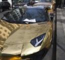 【画像】ロンドンに現れた金色の高級車、駐車違反で罰金5万円