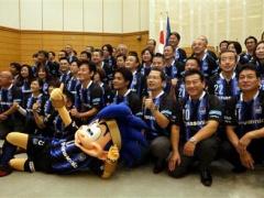【画像】大阪・吹田市長や市議がガンバのユニホームで議会www