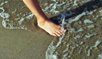 【悲報】海に人間の足だけが流れ着く未解決事件が怖すぎる