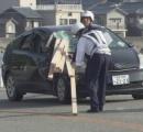 対向車の木材がフロントガラス直撃 運転席の男性が死亡