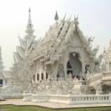 『チェンライ アートな純白寺院ワットロンクン』の画像