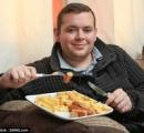 4歳から22年間ソーセージとポテチしか食べていない男が話題